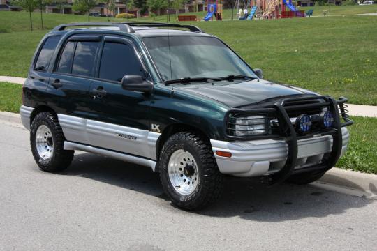 2005 chevy tracker mpg