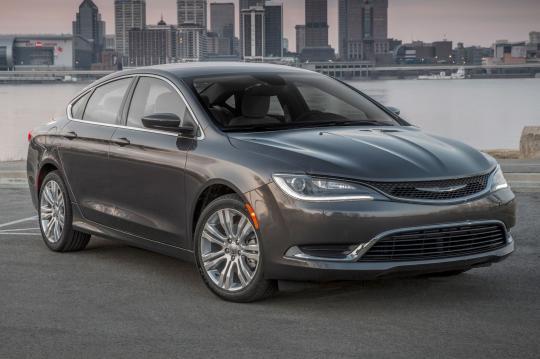 2016 Chrysler 200 exterior
