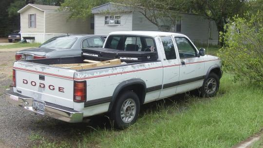 on 2000 Dodge Dakota Sport Bed Size