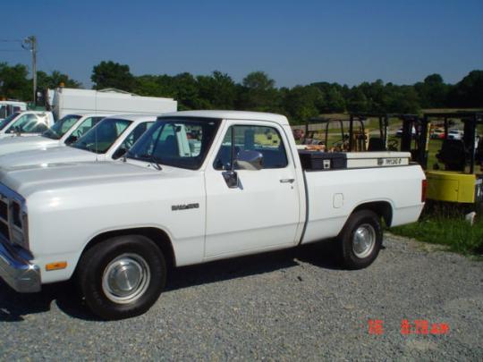 1992 Dodge RAM 150 - VIN: 1B7HM16X0NS612633 - AutoDetective.com