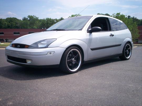 2000 Ford Focus Photo 1