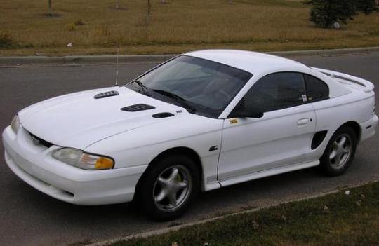 1995 Ford Mustang Photo 1
