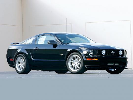 2005 Ford Mustang V6 Deluxe Coupe Photo 1