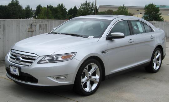 2010 Ford Taurus Photo 1