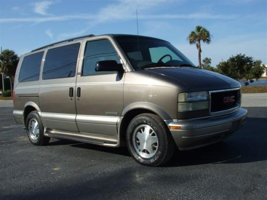 2002 GMC Safari Photo 1