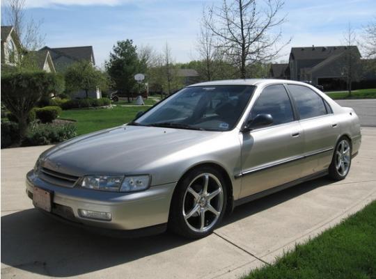 1995 Honda Accord Photo 1