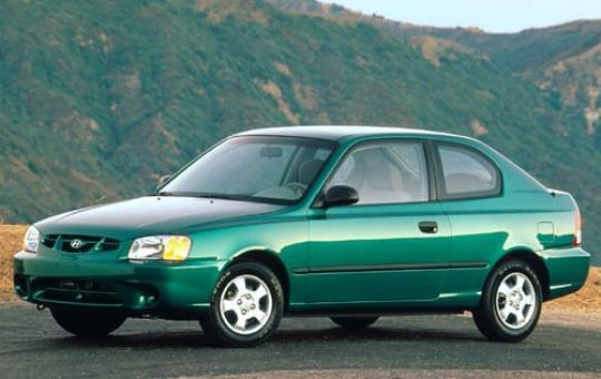 2001 Hyundai Accent exterior