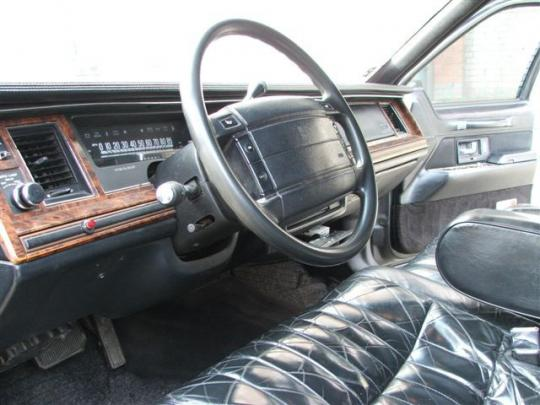 1992 lincoln town car vin 1lnlm81w2ny672746. Black Bedroom Furniture Sets. Home Design Ideas