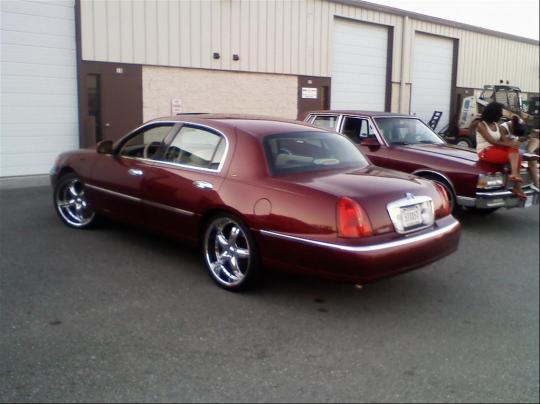 1998 Lincoln Town Car Vin 1lnfm82w1wy723263 Autodetective Com