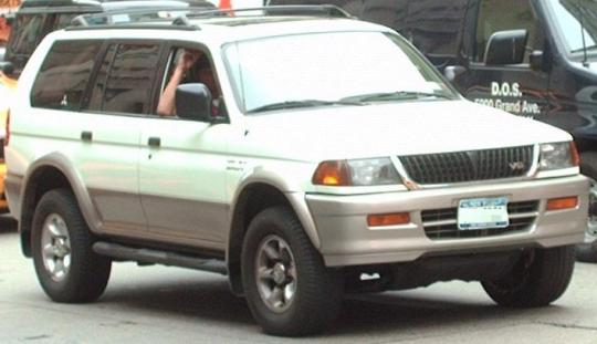 on 2000 Mitsubishi Montero Sport Engine