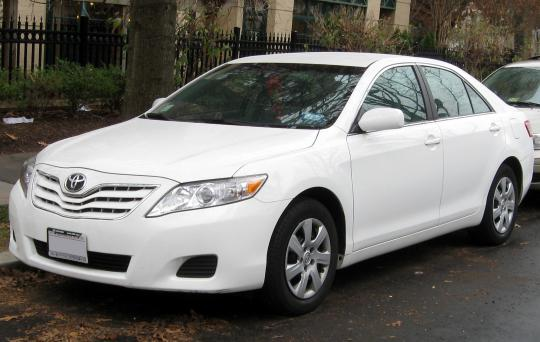 2011 Toyota Camry XLE 6-Spd AT Photo 1