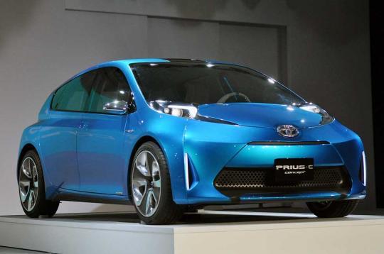 2016 Toyota Prius c Photo 1