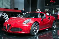 2015 Alfa Romeo 4C Photo 1