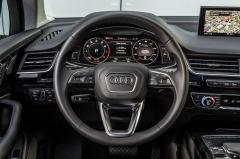 2018 Audi Q7 interior