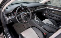2007 Audi S8 interior