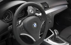 2011 BMW 1-Series interior
