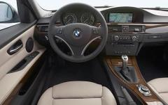 2010 BMW 3-Series interior