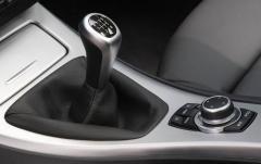 2011 BMW 3-Series interior