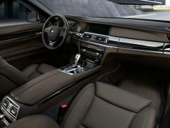2011 BMW 7-Series Photo 2