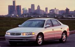2000 Buick Regal Photo 1