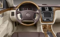 2011 Cadillac DTS Photo 2