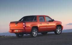 2010 Chevrolet Avalanche Photo 2