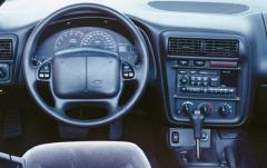 2001 Chevrolet Camaro interior