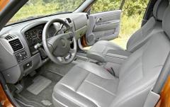2004 Chevrolet Colorado interior