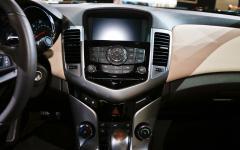 2014 Chevrolet Cruze Photo 3