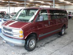 1998 Chevrolet Express Photo 2