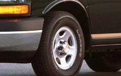 2005 Chevrolet Express exterior