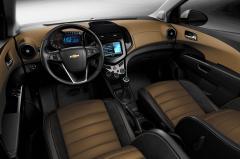 2014 Chevrolet Sonic Photo 2