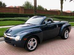 2005 Chevrolet SSR Photo 2
