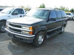 1996 Chevrolet Tahoe Photo 2