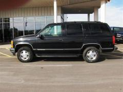 1999 Chevrolet Tahoe Photo 2
