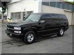2000 Chevrolet Tahoe Photo 2