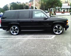 2000 Chevrolet Tahoe Photo 3