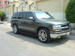 2001 Chevrolet Tahoe Photo 2