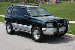 2002 Chevrolet Tracker Photo 1