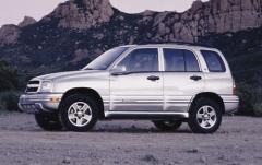 2004 Chevrolet Tracker exterior