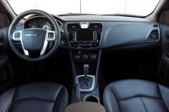2011 Chrysler 200 Photo 2