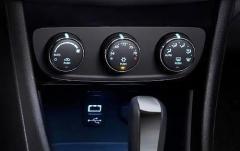 2011 Chrysler 200 interior