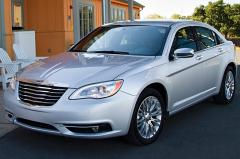 2013 Chrysler 200 exterior