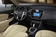 2013 Chrysler 200 interior