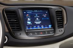 2015 Chrysler 200 S AWD interior