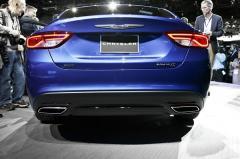 2016 Chrysler 200 Photo 2