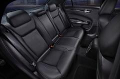 2012 Chrysler 300 interior