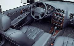2003 Chrysler Concorde interior
