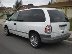 1996 Dodge Caravan Photo 3