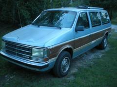 1990 Dodge Grand Caravan Photo 1